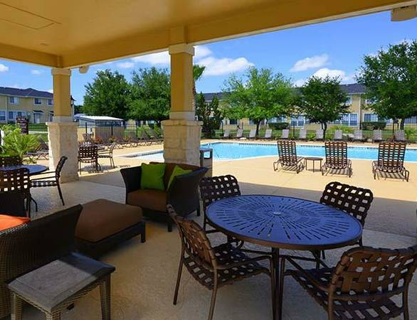 - $495 1br - Bedroom for sublet at $495 only (Bishop Square Apartments)
