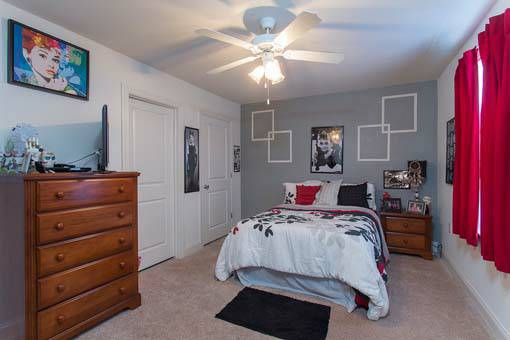 - $500 4br - 2000ftsup2 - Summer Sublease end of May - Aug 5 (Only paying for June and July) (Copper Beech Townhomes)