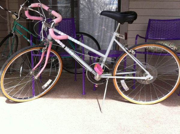 Pink Grey Huffy 10 Speed - $80 (San Marcos)