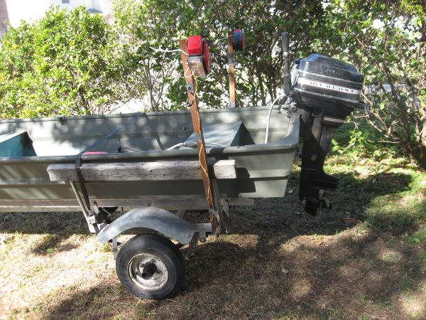 Aluminum Boat REGISTERED AND TITLED - $1200 (nw SA)