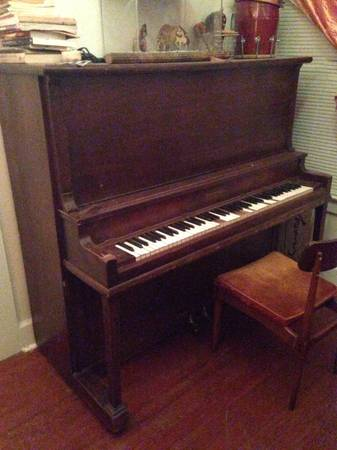 Free Antique Piano  Yeah   San Marcos  near Texas State campus