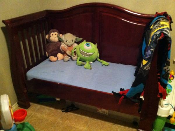 Sweet sleigh bed style convertible cribtoddlertwin - $250 (Wimberley)
