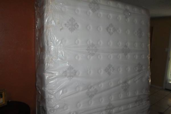 SEALY POSTUREPEDIC QUEEN SIZE MATTRESS SET - $255 (WEST SLAUGHTER LANE)