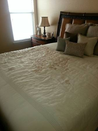 King size bed room set - $1450 (New Braunfels)