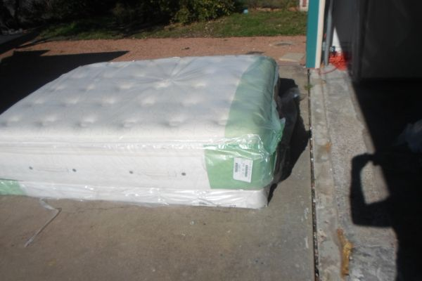 SEALY QUEEN SIZE MATTRESS SET PILLOW TOP - $350 (WEST SLAUGHTER LANE)
