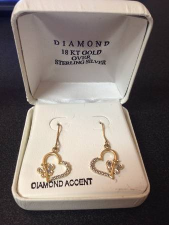 Gold Heart Shaped Earrings for sale -   x0024 30  San Marcos