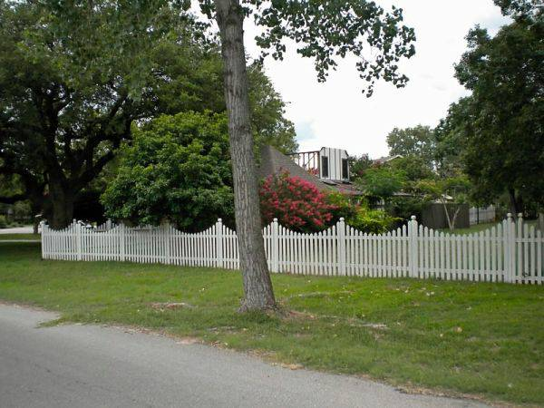 WHITE VICTORIAN  PICKET FENCE panels -   x0024 25  Round rock