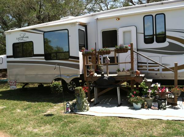 5th Wheel Landmark 39 feet - $42000 (1402 W. 12th St. Rockport)
