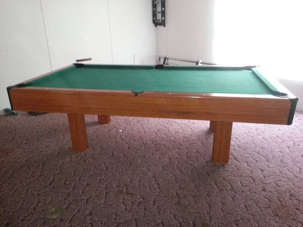 7 pool table complete with budweiser light - $400 (hondosa)