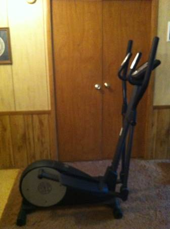 Golds Gym Stride Trainer 380 Elliptical - $150 (Luling)