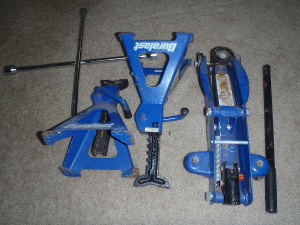 2 Ton (4000 lb) Duralast Hydraulic Jack and Stand Set Lug Wrench - $40 (Mosscliff Apartments)