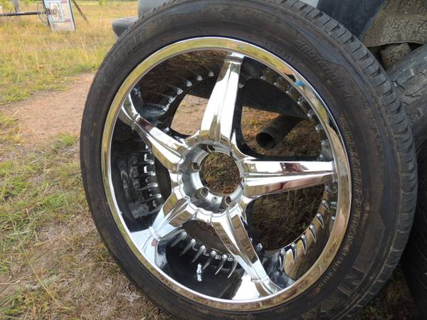 22 Rims Tires - GMC - $1000 (Moulton)