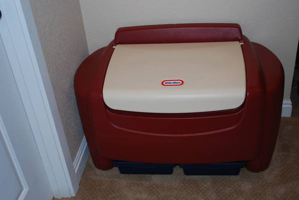 Little Tikes Large Toy Box Chest - $40 (New Braunfels)