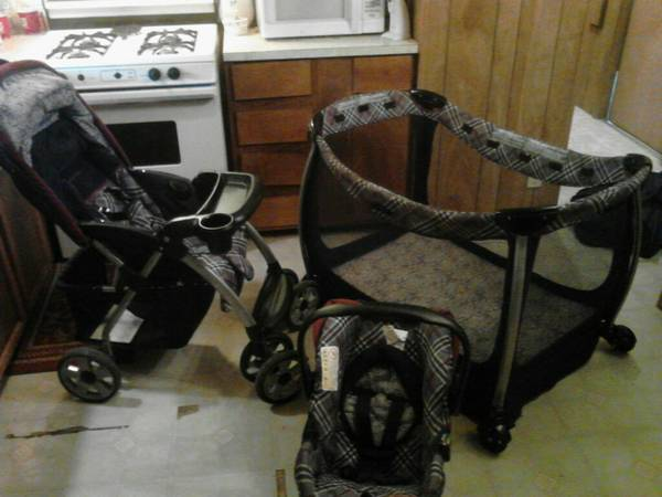 Eddie Bauer Carseat, stroller, and pack n play - $150 (new braunfels)