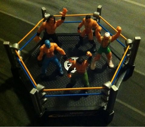 Small Wrestling Ring and Wrestlers - $5 (San Marcos Texas)