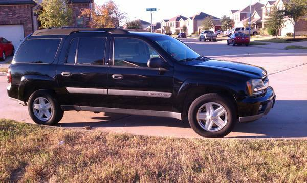 WILL NEGOTIATECHEVY TRAILBLAZER. 3RD ROW. PAPERWORK ALL READY TO GO - $5750 (281  1604)