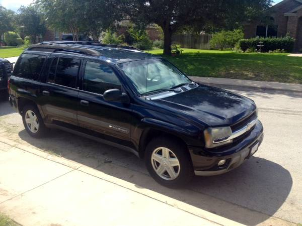 PRICE DROP Chevy Trailblazer. 3rd row. Great condition - $5250 (San Antonio)