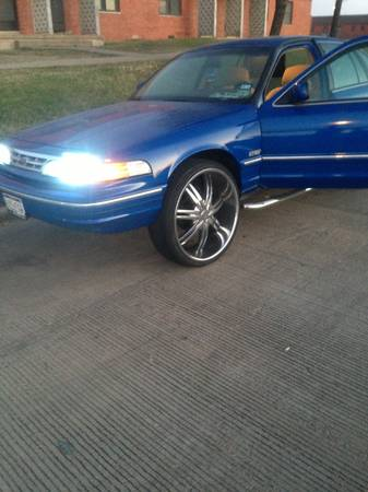 Crown Vic 26s Only 59,000 miles 817 925-4766 - $5000 (Dfw Fort Worth )