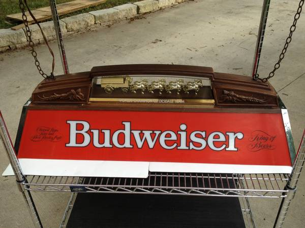 NICE COOL BUDWEISER POOL TABLE MAN CAVE LIGHT BEER DECOR CLYDESDALES - $199 (NEAR OUTLET MALLS)