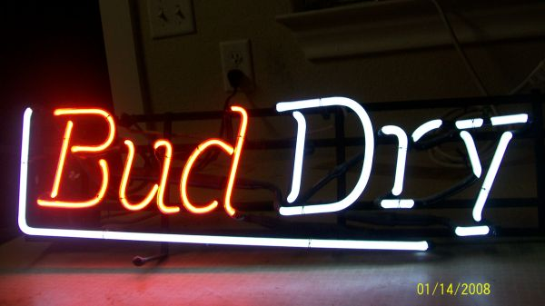NEON BUD DRY SIGN - $50 (NEW BRAUNFELS)