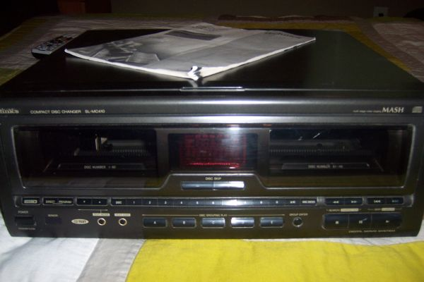 Technics 110 1 CD Changer SL-MC410 - $50 (San Marcos)