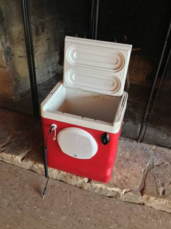 Stereo Cooler Ice Chest Stereo - $175