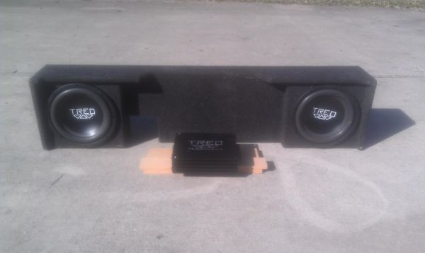 2 10 treo subs and box - $500 (New Braunfels)