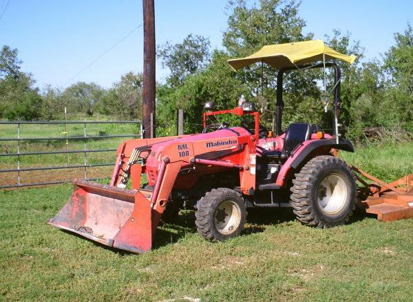 TRACTOR MAHINDRA 28 HP 4 WD DIESEL, SHUTTLE SHIFT - $11000 (SEGUIN)