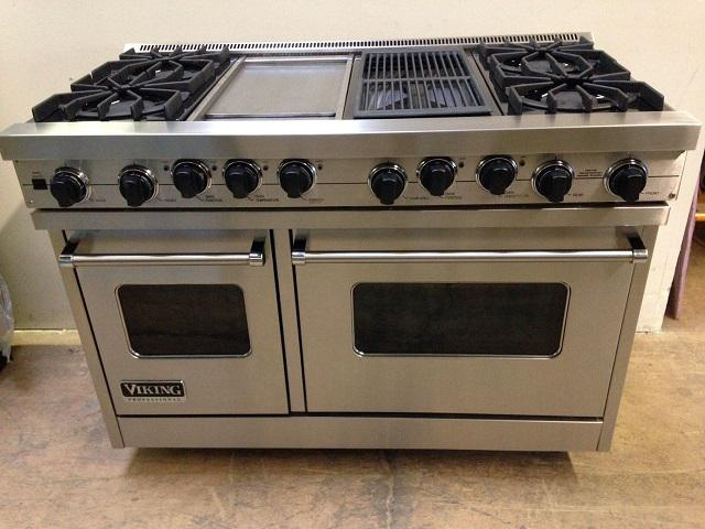 2 002  Amazing Viking range 4 burners