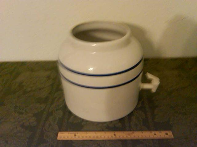 20  Ceramic Crock Water Dispenser Decoration