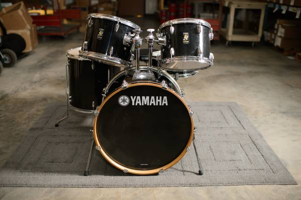 5pc Yamaha Rydeen drum set w throne - $325 (Martindale)
