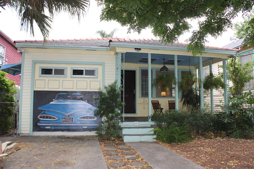 1 000  Studio  Fully Furnished Bywater Apartment