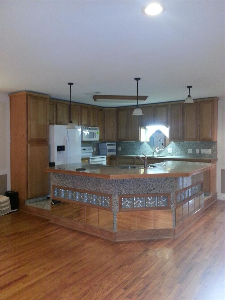 1 200  2br  New Listing - Immaculate Apartment