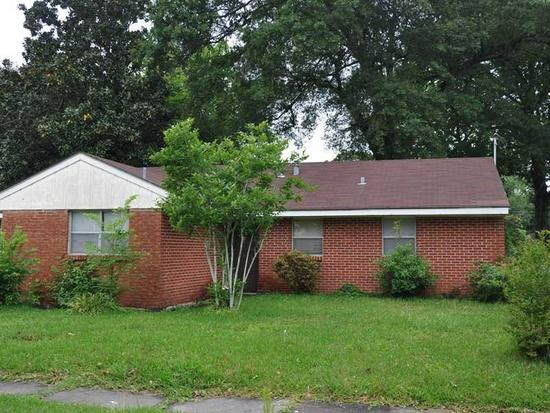 700  3br  This 31 5 offers covered attached car port and large shaded back yard