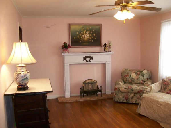$650  890ftsup2 - One Bedroom Carriage House (Highland Historical District)