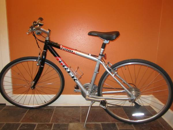 Trek 7200 Hybrid Bike, great condition  ready to ride - $195 (Shreveport)