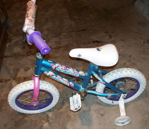 12 sea star huffy bike - $15 (Gladewater, TX)