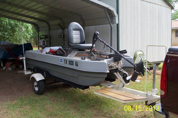 10 Ft 2 Man Buster Boat, wtrolling motor, 2 hp gas motor and wtraile (Lone Star Texas)