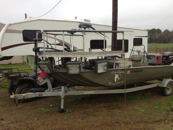 BowFishing Boat - $16500 (Center)