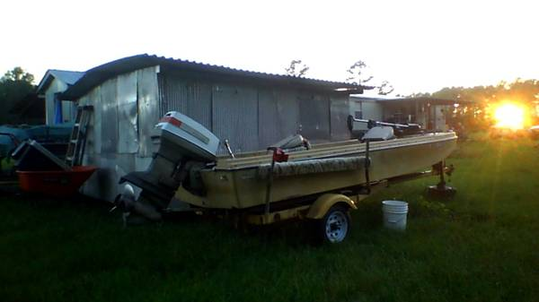 fishing boat - $1000 (coushatta, la)