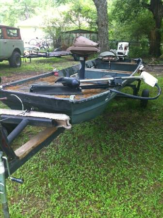 16 flat bottom boat Make offer - $1 (Waskom Tx)