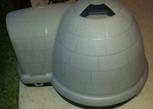 INDIGO IGLOO DOG HOUSE W MOUNTED THERMOSTAT HEATER Like New - $200 (South Shreveport)