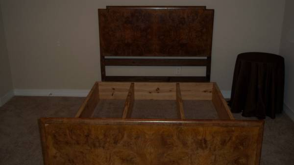 Antique Burled Walnut Queen Bedroom Set - $800 (Shreve City)