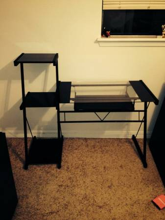 Computer Desk - $35 (Bossier City, Greenacres Place)