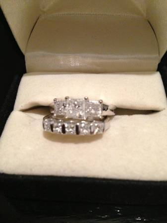 2 sets of diamond  amp  white gold ladies wedding rings   -   x0024 3000  Shreveport