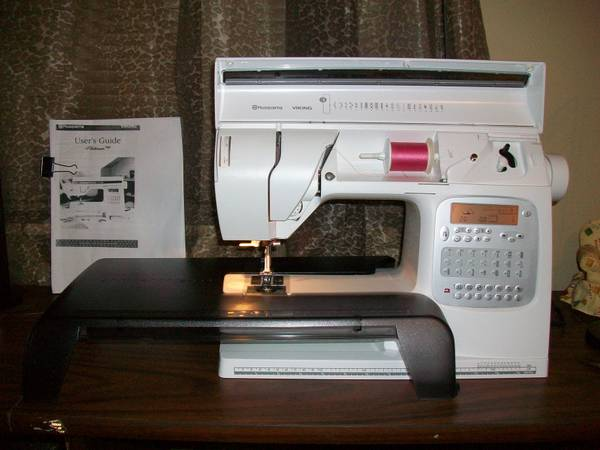 HUSQVARNA VIKING PLATINUM 730 SEWING MACHINE WITH QUILTERS KIT IV (BROWNSBORO)