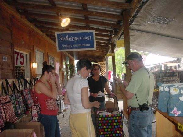 Vendors Wanted - LockLeave Store Fronts - $145 (1st Monday Trade Days - Canton, Tx)