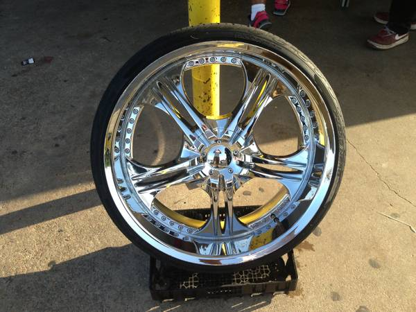24 inch rims 5 lug universal ford crown Vic, dodge charger nd similar - $1200 (Shreveport bossier)