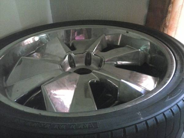 24 Inch truck rims tires - $850 (Metairie, La)