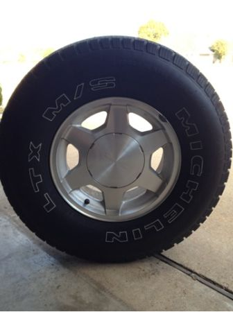 16 stock gmc Sierra rims with new michelin tires - $450 (Bossier city la)